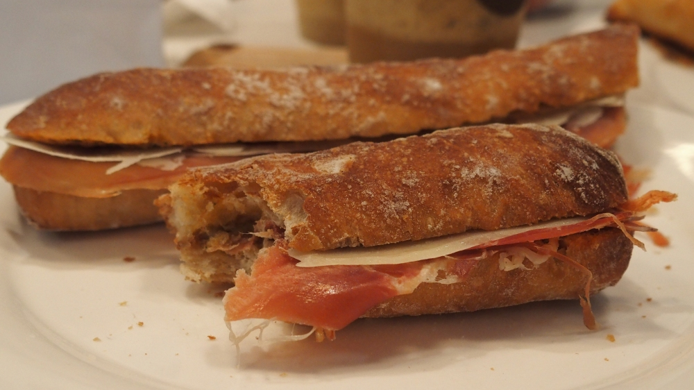 Ficelle au jambon de parme et tomates séchées